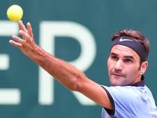 Federer verslaat Mischa Zverev in Halle