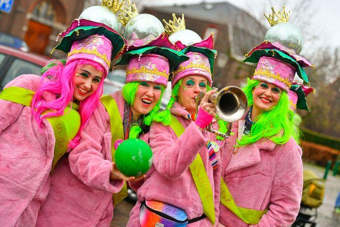 Mooi roze is niet lelijk, zo bleek wel tijdens de optocht in Nederwetten.