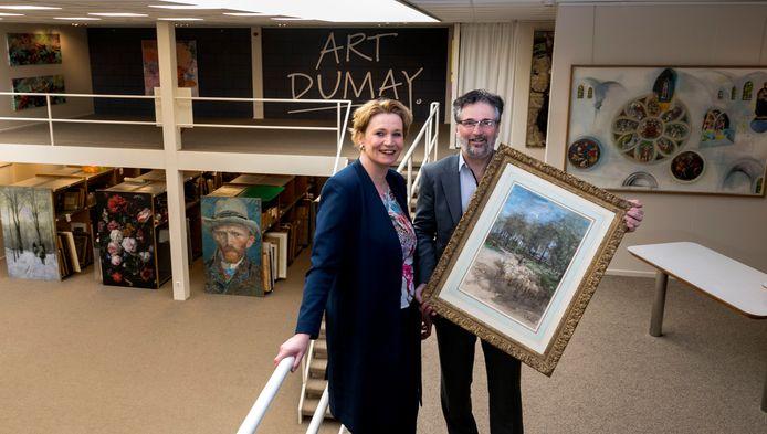 Melanie en Paul Dumay in hun kunsthandel in Nuenen.