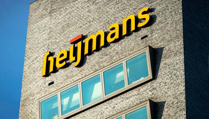 Logo op het hoofdkantoor van Heijmans in Rosmalen.
