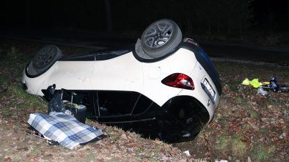 Auto in gracht: twee vrouwen uit Dessel gewond