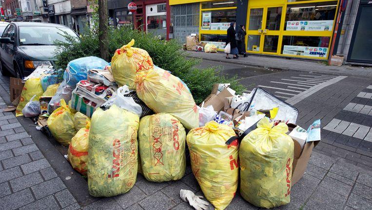 Het vuilnis in de stad stapelt zich op.