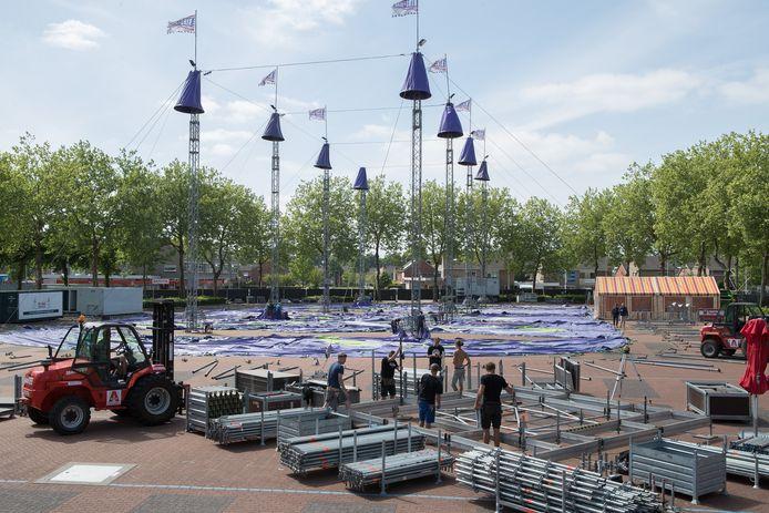 Archiefbeeld van de opbouw van het bluesfestival  Ribs & Blues in Raalte.