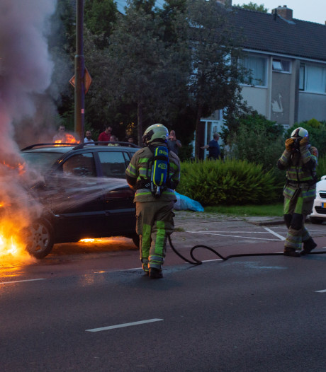 Politie vraagt alert te zijn op autobranden in Woerden