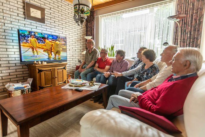 Het Roois Stedenspel werd 40 jaar geleden gespeeld en de deelnemers werden kampioen. (Vlnr) Cor Leyens, Geert van de Wetering, Marius Wijnakker, Frans de Baay, Ruby Schepens, Cor van der Heijden en Cor van Nuland.