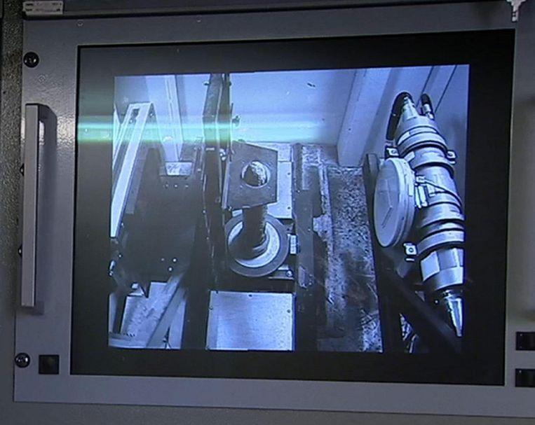 Als de ontmijners niet zeker zijn over eventuele toxische inhoud, halen ze de projectielen door de RX-scan.