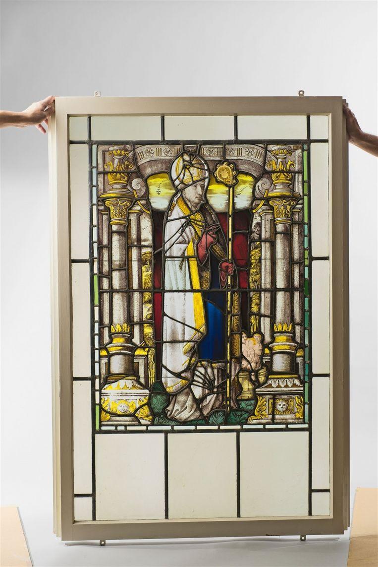 Het raam van de heilige Sint-Sulpitius wordt geveild in Keulen.