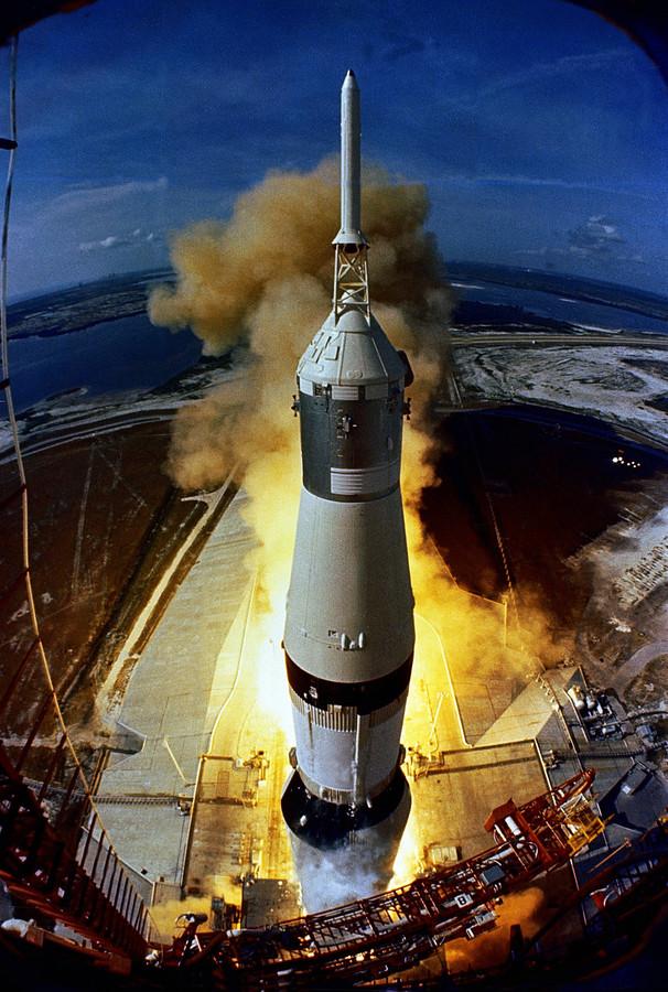 De Apollo 11 op weg naar de maan in 1969.