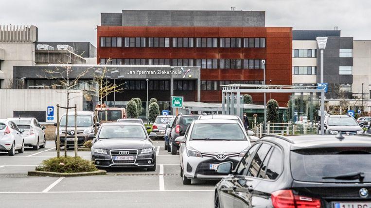 In het Jan Yperman Ziekenhuis is een eerste patiënt overleden aan de gevolgen van het coronavirus.