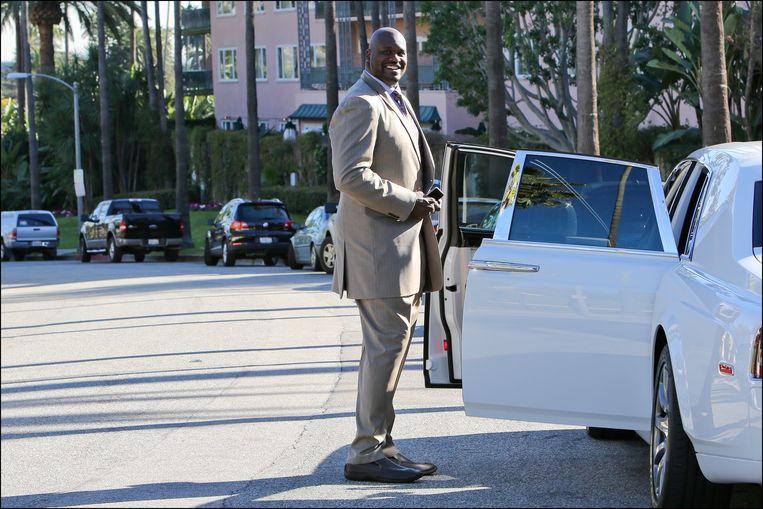 Shaquille O'Neal stapt in zijn Rolls in Beverly Hills.