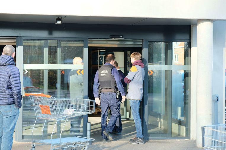 De politie kwam woensdag kijken of alles vlot verliep in de Colruyt in Nossegem.