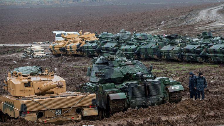Turkse troepen oefenen nabij de grens met Syrië. Beeld null