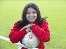Invalster Ellouzi schiet FC Twente Vrouwen naar zege in Eindhoven