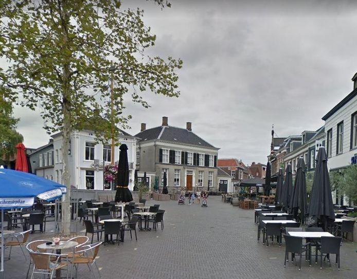 De mishandeling vond plaats op de Markt in Oosterhout.