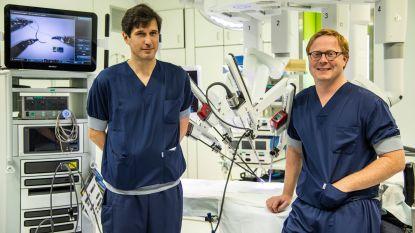 """Vijftigste buikoperatie met robot in AZ Sint-Blasius is een feit: """"Minder pijn en sneller herstel bij patiënten"""""""