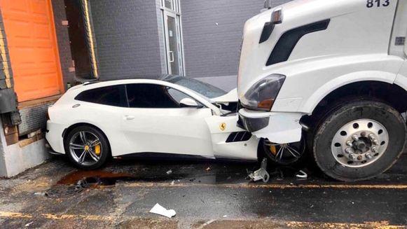 De Ferrari is waarschijnlijk total loss door de aanslag met de truck
