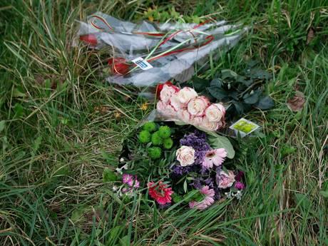 Bloemen, kaarsen en boodschappen voor Anne Faber