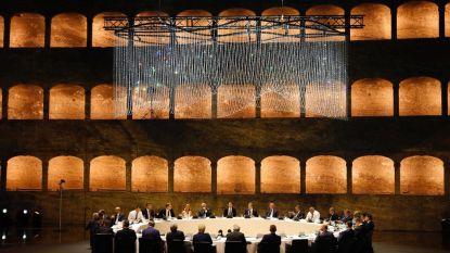 EU-leiders genieten van diner in Salzburg, maar de setting lijkt wel erg hard op de 'war room' uit Dr. Strangelove