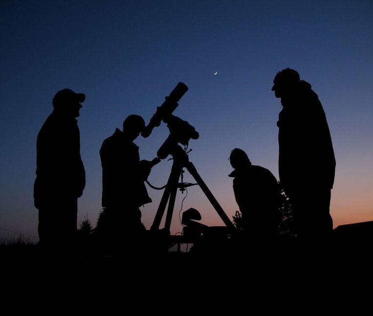 De sterren bekijken door een telescoop Beeld Jan Koeman