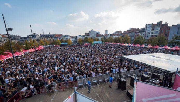 Tienduizend studenten op het Sint-Jansplein kan even niet, maar de Antwerpse studentenclubs zorgen ook nu voor een mooi welkom.