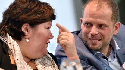 """De Block: """"Systeem humanitaire visa Theo Francken is ontspoord en was gedoemd om tot problemen te leiden"""""""