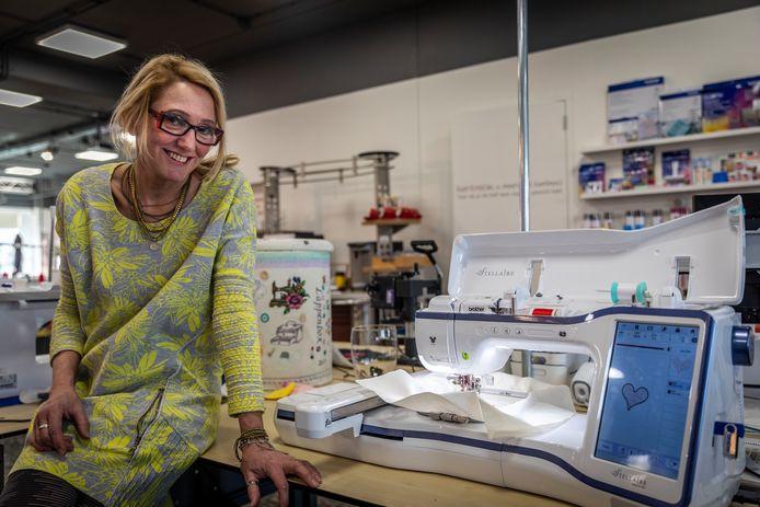 Op haar 53-ste maakte Inge van Liempd-Rijkers uit Zijtaart de overstap naar een eigen zaak Inge Naaimachines, nadat ze 35 jaar bij  Rijkers Naaimachines in Veghel werkte, waarvan 14 jaar als bedrijfsleidster.