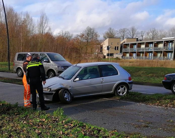 De auto kwam via de middenberm op de andere weghelft van de Schijndelseweg in Boxtel.