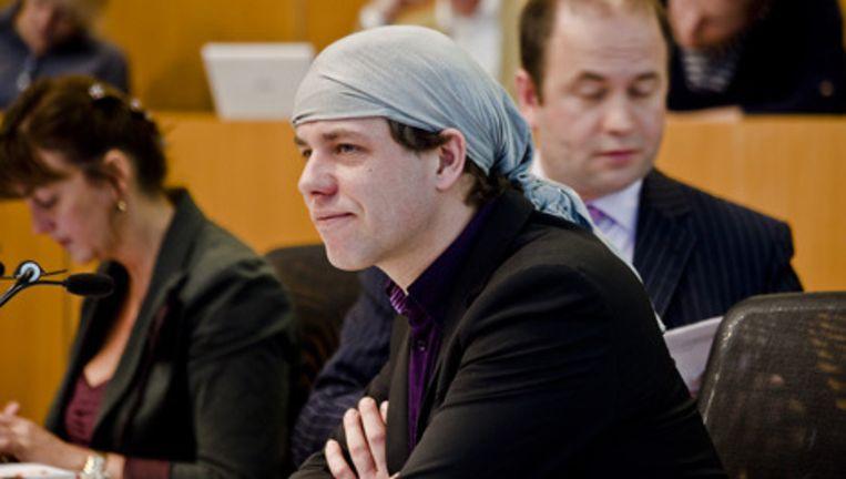 VVD-raadslid Werner Toonk droeg woensdag gedurende de hele raadsvergadering een hoofddoek. Foto Maarten Brante Beeld