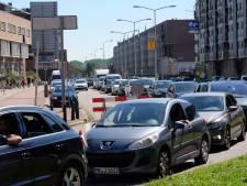 Bijna geen parkeerplek meer vrij bij Haagse en Westlandse stranden: 'Je kunt het best op de fiets komen'
