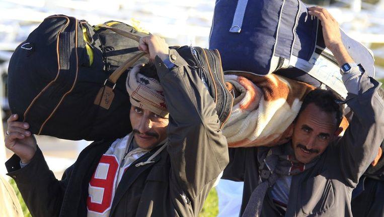 Egyptenaren die uit Libië vluchten. Beeld reuters