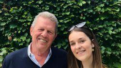 """Opa (71) en kleindochter (22) studeren samen af aan Universiteit Antwerpen: """"Kregen soms rare blikken"""""""