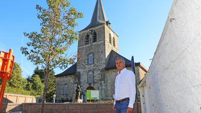 Zandstenen kerktoren wordt gerestaureerd
