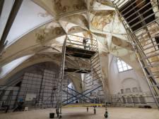 Publiek mag restauratie schilderingen Grote Kerk Harderwijk van dichtbij bekijken
