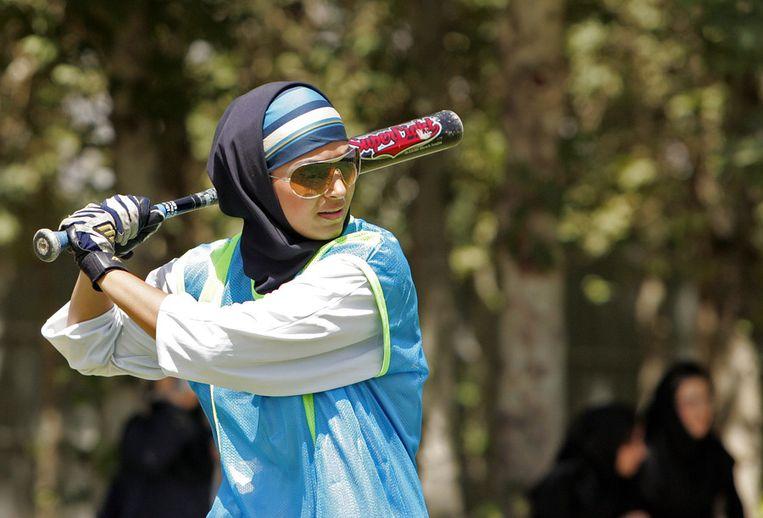 Een honkbalspeelster uit Iran. © ANP Beeld