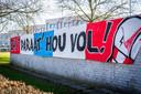 PSV-supporters steken ziekenhuispersoneel een hart onder de riem bij MMC in Veldhoven.