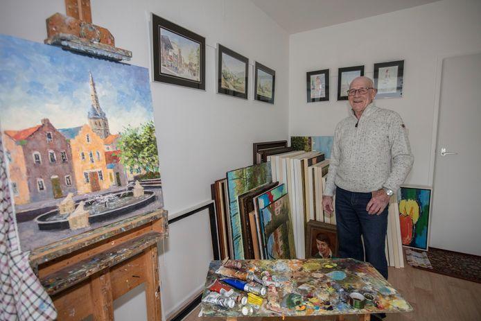 Peter van Bussel bij een deel van zijn werk.