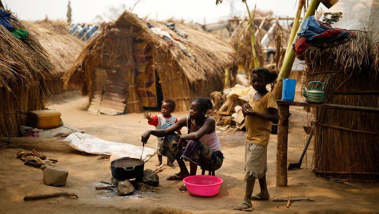 Het vluchtelingenkamp in Kaga-Bandoro voor de brand.