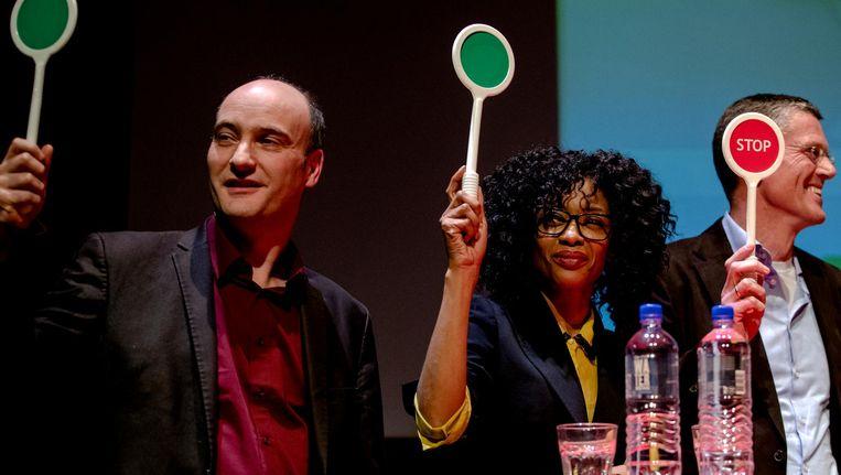 Jasper van Dijk (SP) en Sylvana Simons (Artikel1) tijdens de lancering van de Jongerenkieswijzer. Beeld null