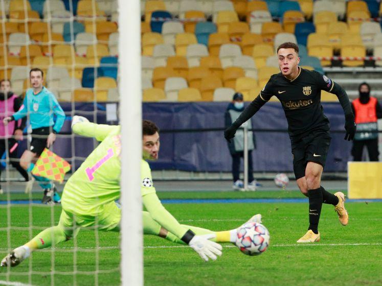 Dest scoort namens FC Barcelona tegen Dynamo Kiev