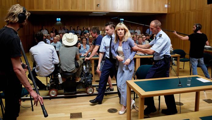 Actrice Ariane Schluter in de rol van Lucia tijdens de opnames van de film Lucia de B. in het Gerechtshof
