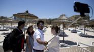 Toerist maakt selfie op strand Sousse