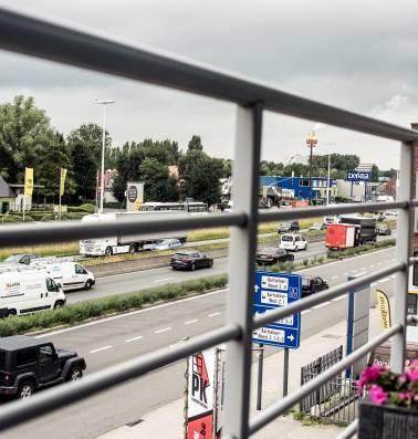 """Steeds meer mensen kiezen voor steenweg tussen Antwerpen en Boom: """"Wonen aan de drukke A12? Fantastisch"""""""