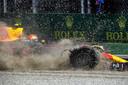 Max Verstappen moet tijdens de Grand Prix van Italie met lekke band proberen terug te keren naar de pits. Verstappen werd tiende in de race.