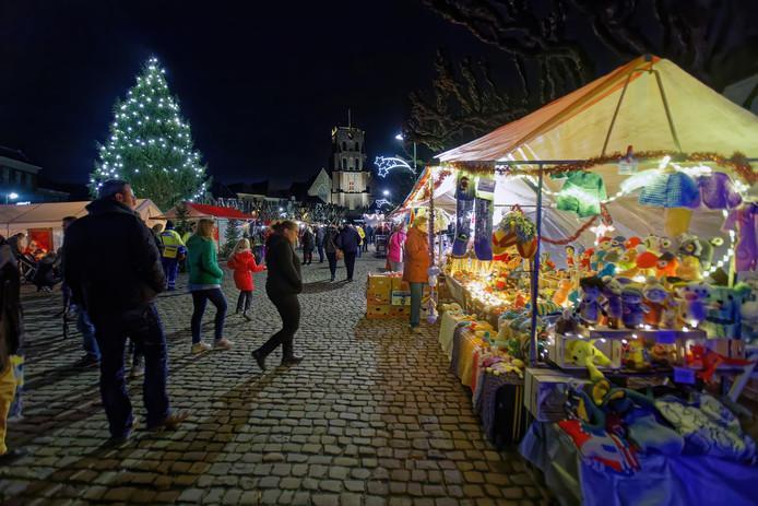 Kerstmarkt in het centrum van Geertruidenberg.