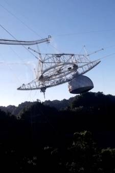 Les images spectaculaires de l'effondrement du télescope géant d'Arecibo