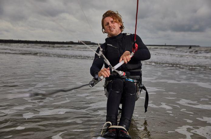 Na een motorongeluk belandt watersporter Willem Hooft in een rolstoel.
