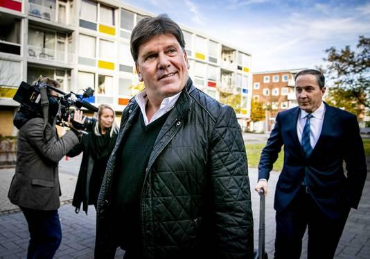 Frank Masmeijer in november 2018 met zijn Nederlandse advocaat Geert Jan Knoops, vechtend tegen overlevering naar België.
