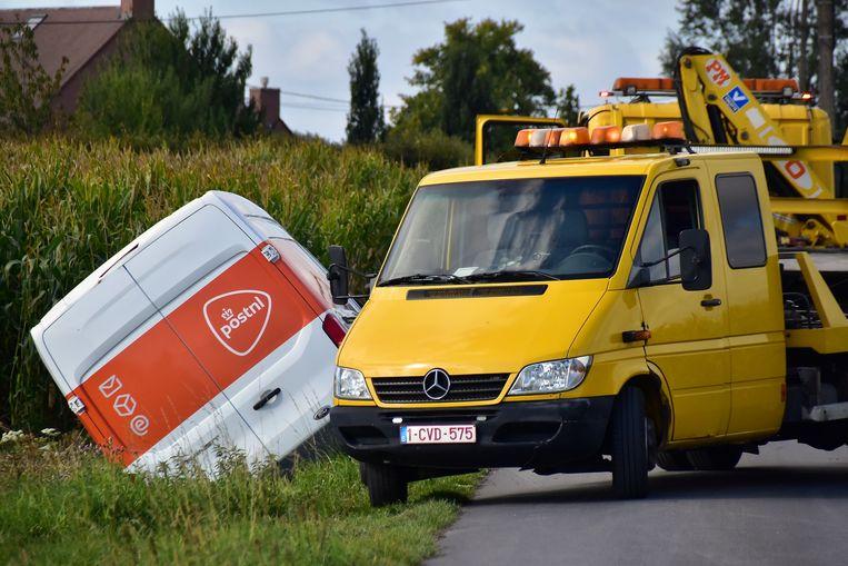 Bij het ongeval raakte niemand gewond maar de Slunjestraat in Lichtervelde was wel een tijdlang versperd voor alle verkeer.