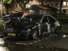 Geparkeerde auto Groenteweg volledig uitgebrand, politie gaat uit van brandstichting