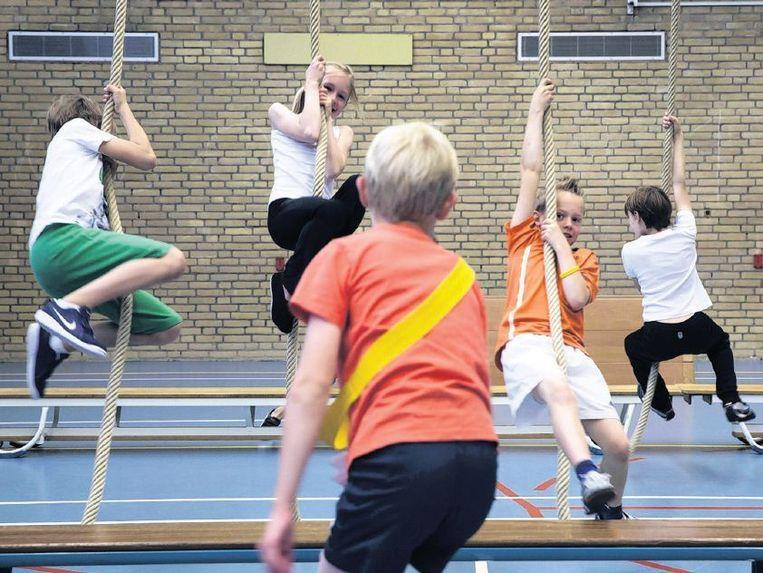 Een gymles op een basisschool. De PO-Raad wil het aantal uren niet wettelijk regelen. Beeld Werry Crone